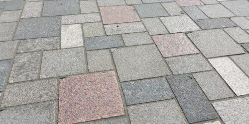 Motiv: Offener Brief: Kantenschäden und Abplatzungen an Pflastersteinen auf dem Marktplatz